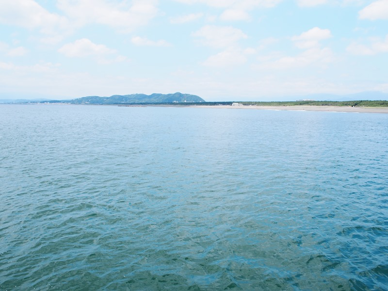 岸に近づく船