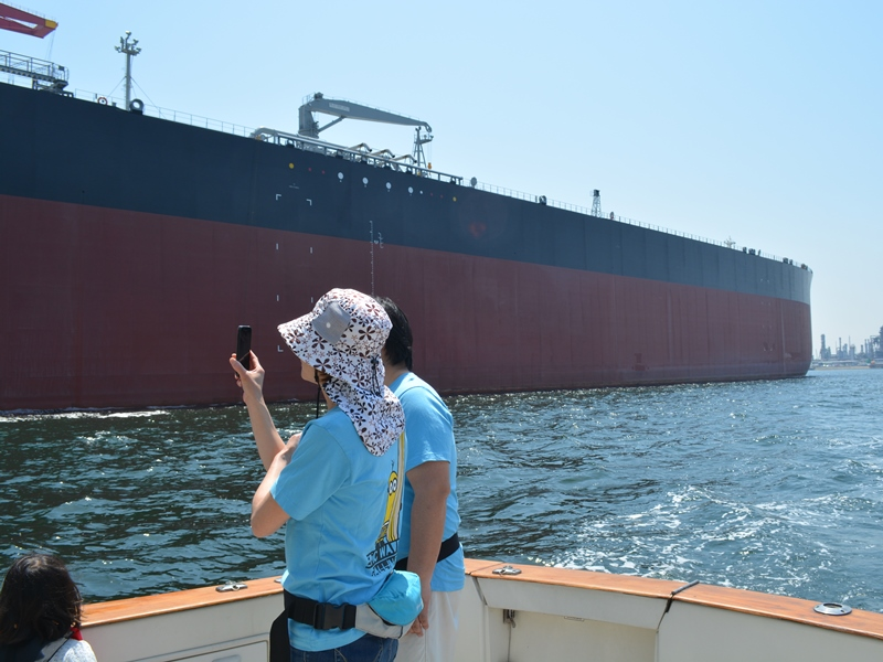 8.帰りに造船所の新造タンカーを見学