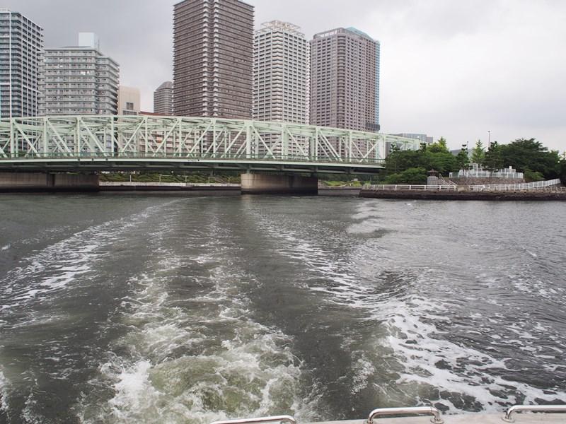 8.豊洲運河をゆっくりと進みます