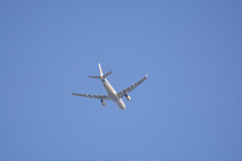 7.快晴の空には多くの飛行機が往来