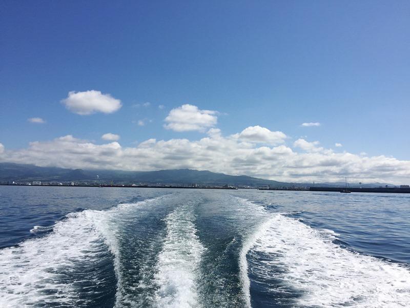 3.船尾から望む歴史とロマンのまち函館