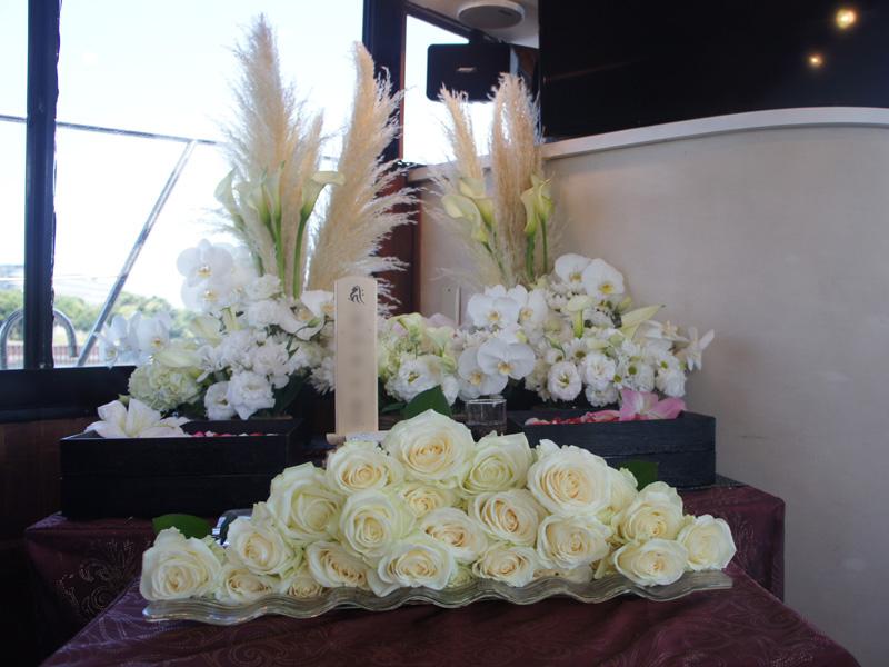2.秋らしいすすきの生花祭壇