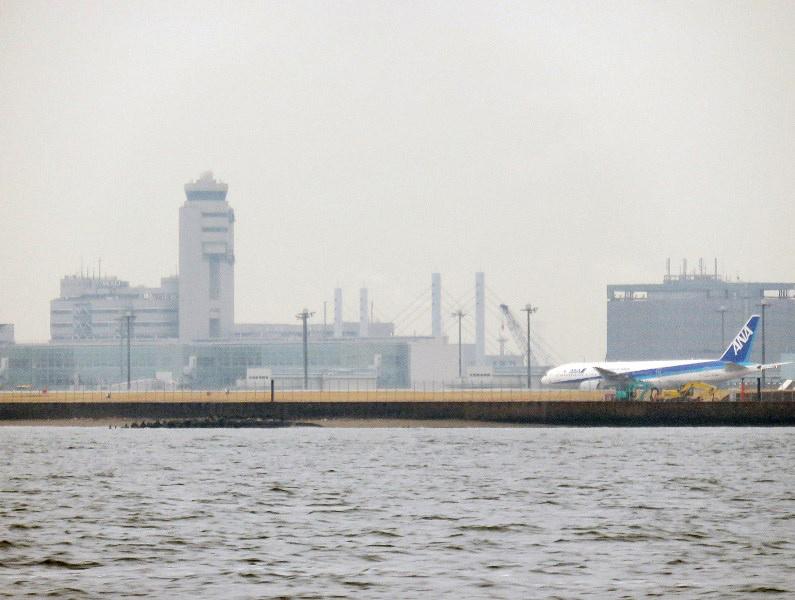 4.徐々に小雨となり羽田空港沖へ