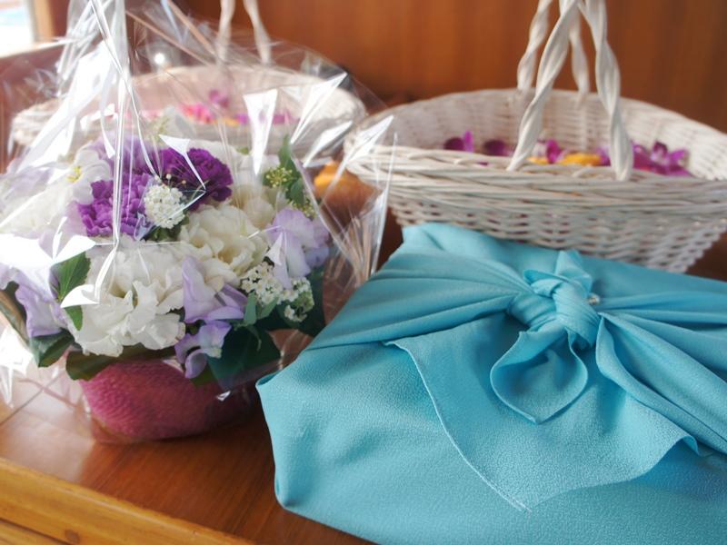 2.お持ちいただいたお花と包まれた遺骨