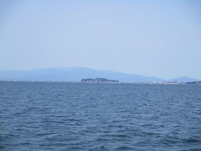 2.遠くに江ノ島が見えます