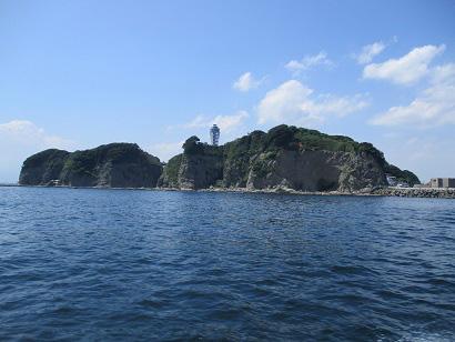 2.江ノ島を間近に航行