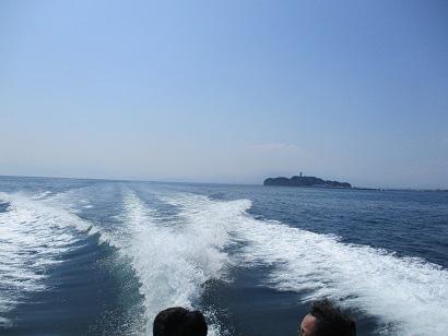6. 江ノ島を眺めながら帰港