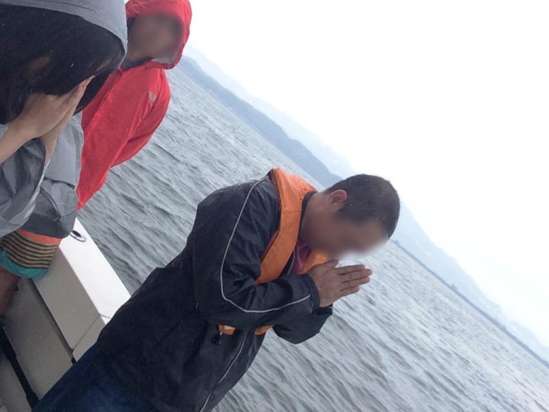 6.船上で黙祷