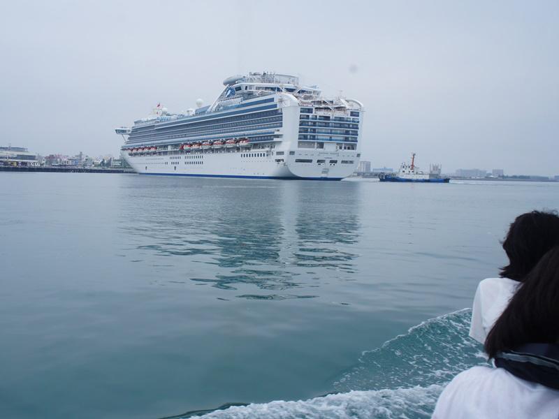 1.泊港には外国籍の大型客船が停泊