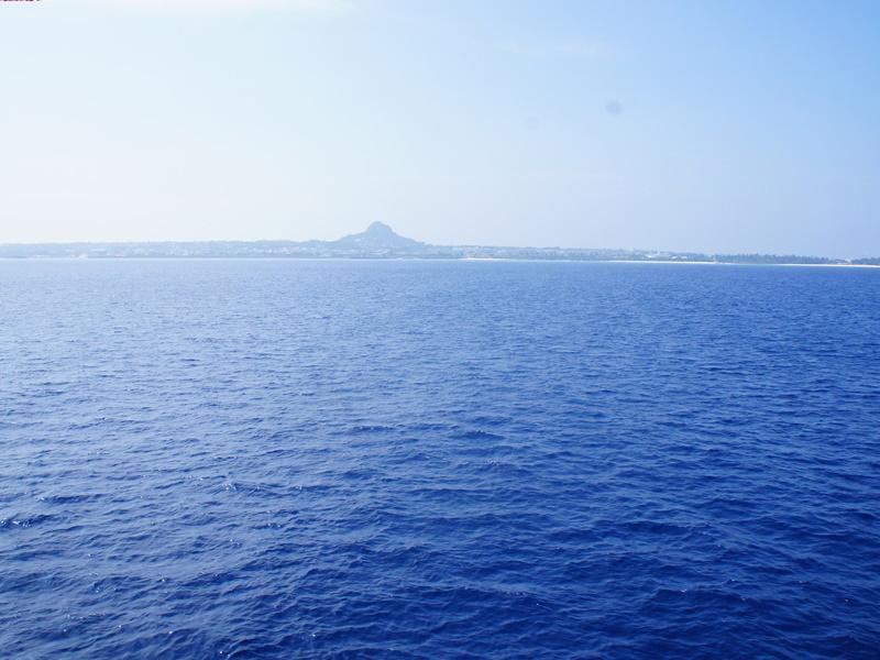 1.本部港より伊江島行きフェリーで