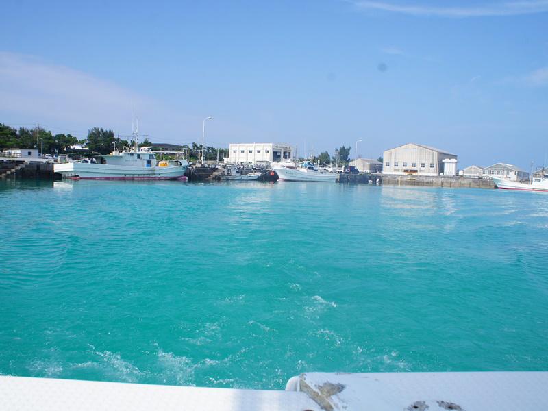 4.伊江港の碧い海