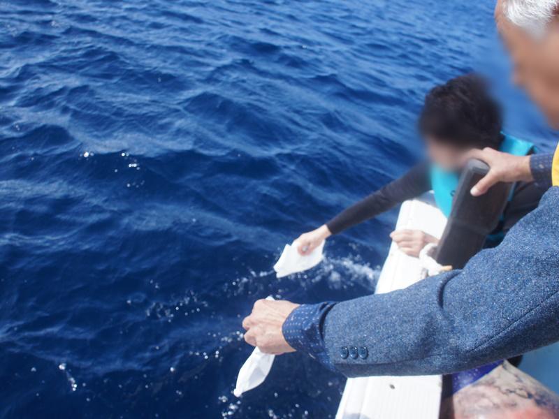 6.水溶性の袋で散骨