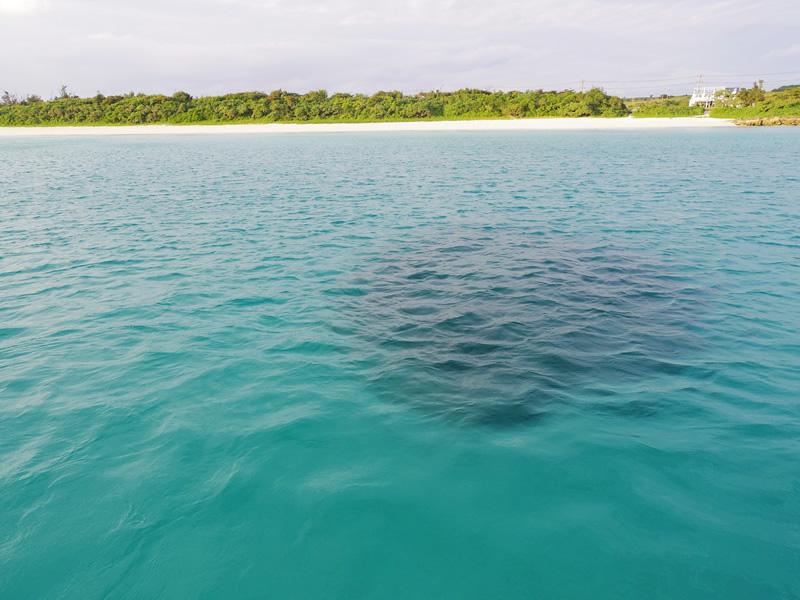 2.美しい海をゆっくりと航行