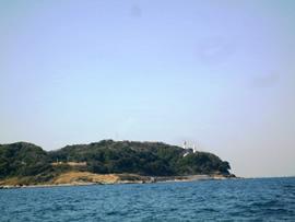 3.観音崎灯台を望む
