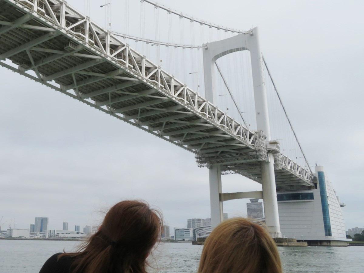1.レインボーブリッジを潜り出港