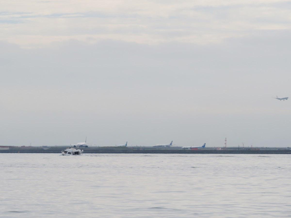 12.飛行機見物の船