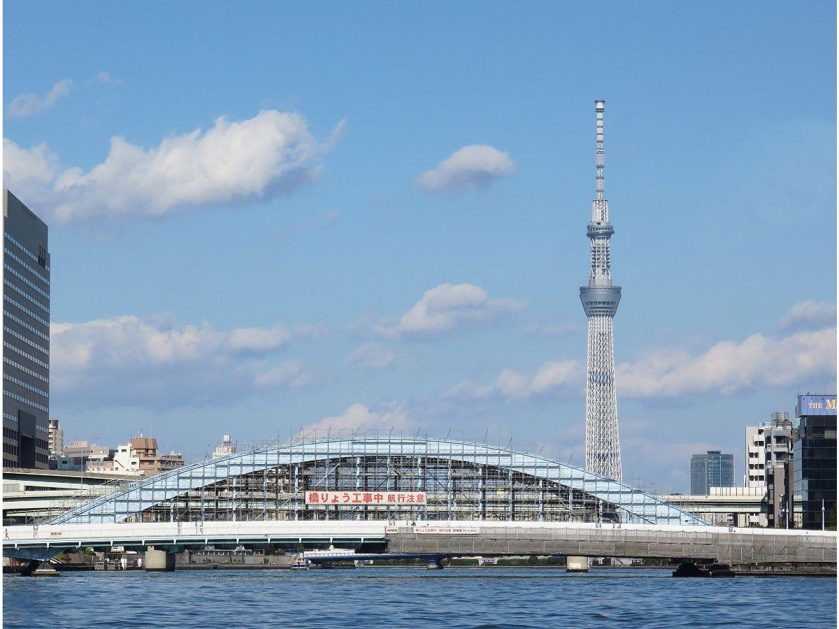 2.東京スカイツリーを眺め出航