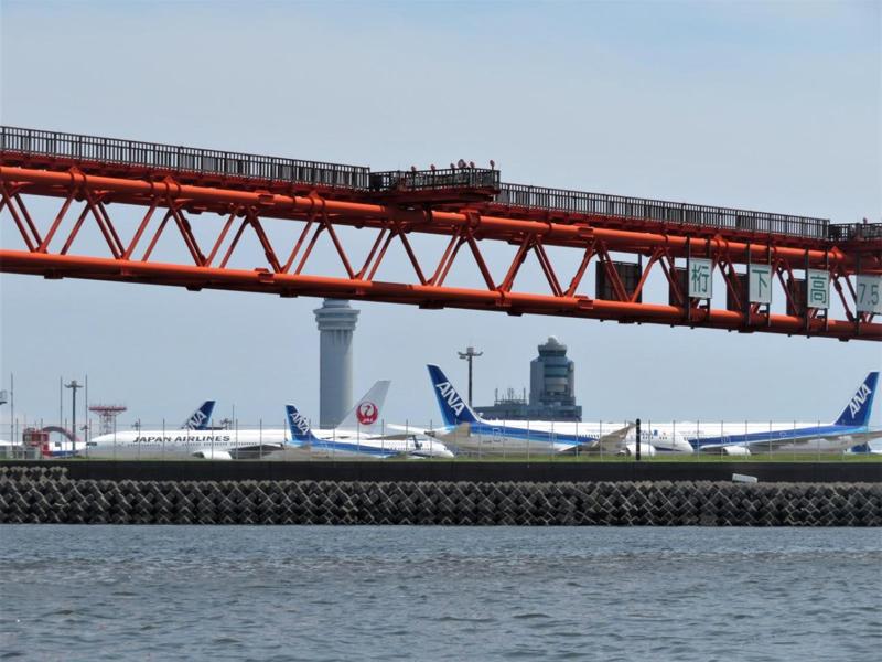 10.海から多くの飛行機を見物