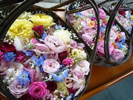 4.色鮮やかな花かご