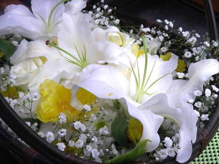 1.大きなユリの花がふたつ