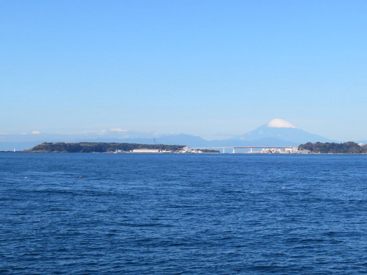 12.富士山と城ヶ島大橋
