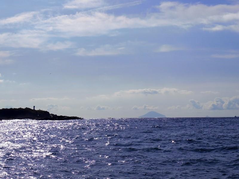 7.大島、新島など伊豆諸島を臨む