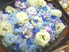 1.ブルーと白の花かご