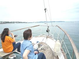 4.ヨットでゆっくりと沖へ