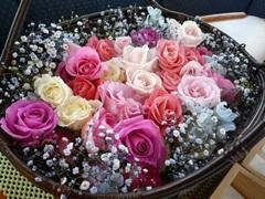 1.バラとかすみ草の花かご