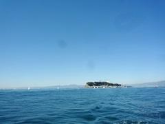 2.気持ちよく晴れた秋の江ノ島沖