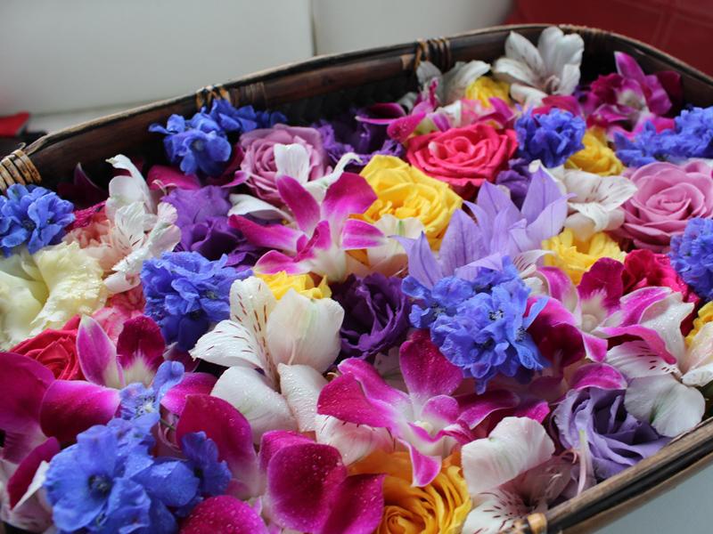 1.色とりどりの花かご