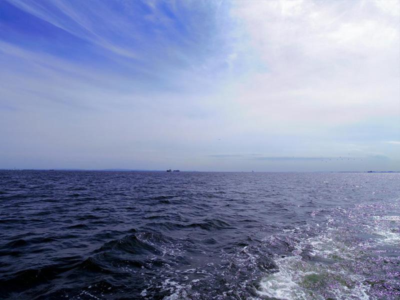 9.東京湾はもう秋の空です