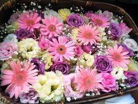 4.故人にそれぞれの花かごを