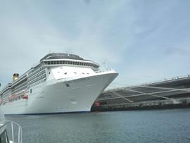 3.大桟橋に停泊中の大型客船