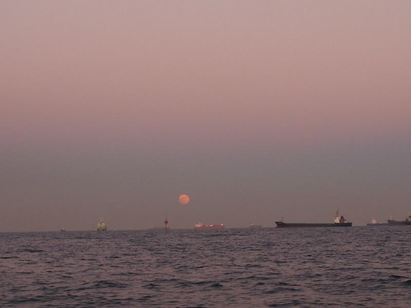 16.東には夕月
