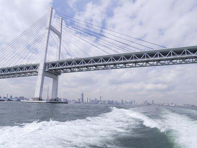 2.横浜ベイブリッジを潜ります