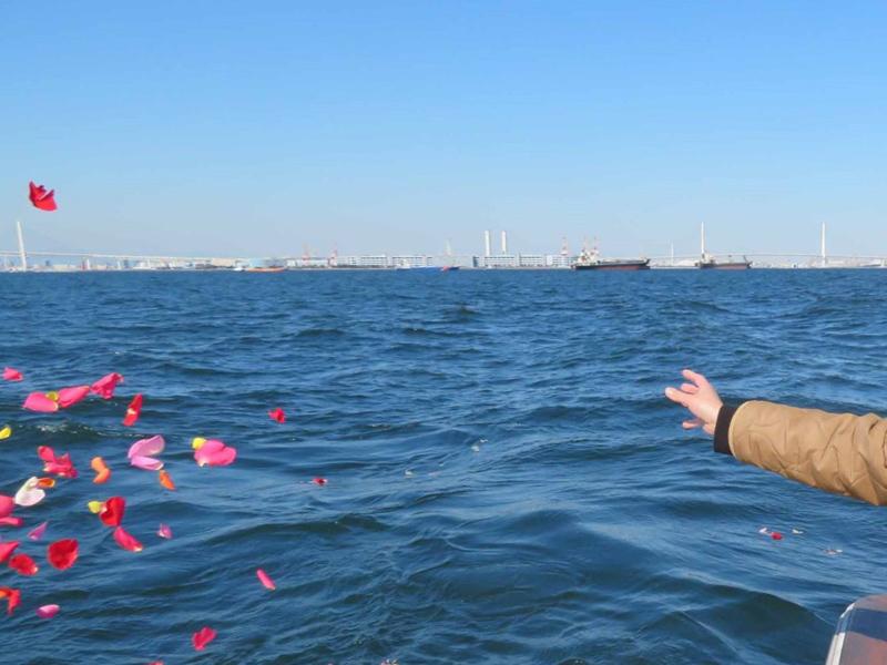 3.横浜ベイブリッジ沖で